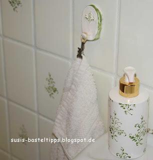 Handtuchhalter und Seifenspender bestempelt