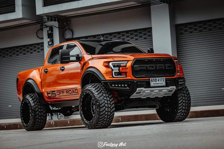 Dân chơi Thái biến Ford Ranger cũ thành siêu bán tải F-150
