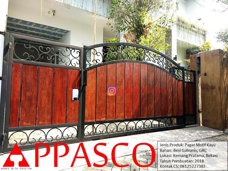 Pintu Pagar Gerbang Rumah Klasik Motif Kayu di Kemang Pratama Bekasi