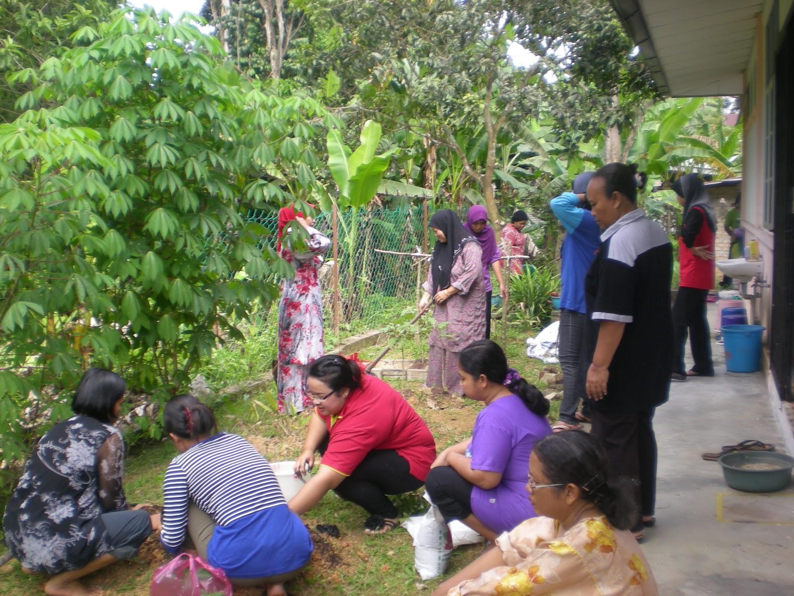 En Abd Wahab Amat Bangga Dengan Projek Yang Dijalankan Oleh Kemas Kuala Kangsar Dan Perlu Di Praktikkan Rumah Masing Kebun Dapur Merupakan