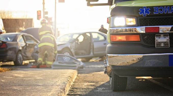 Horrorbaleset a 4-es főúton: feszítővágóval szabadították ki az egyik utast