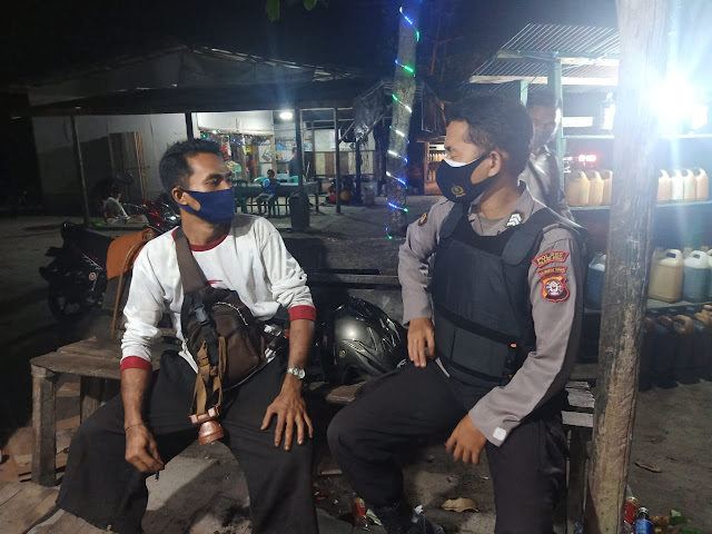 Gelar Patroli Malam, Personel Polsek Kahayan Tengah Imbau dan Sambangi Masyarakat