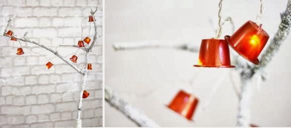 http://decoracion.facilisimo.com/foros/trucos-y-consejos/guirnalda-de-luces-con-capsulas-de-nesrpresso_945833.html