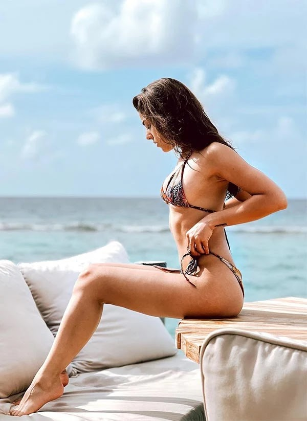 Alaya F in bikini sets temperature soaring while enjoying a vacation in Maldives