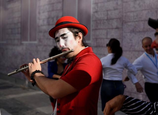 Banda de musicos circenses para aniversarios online.