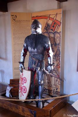 Esposizione armature medievali nella Casa del Capitano