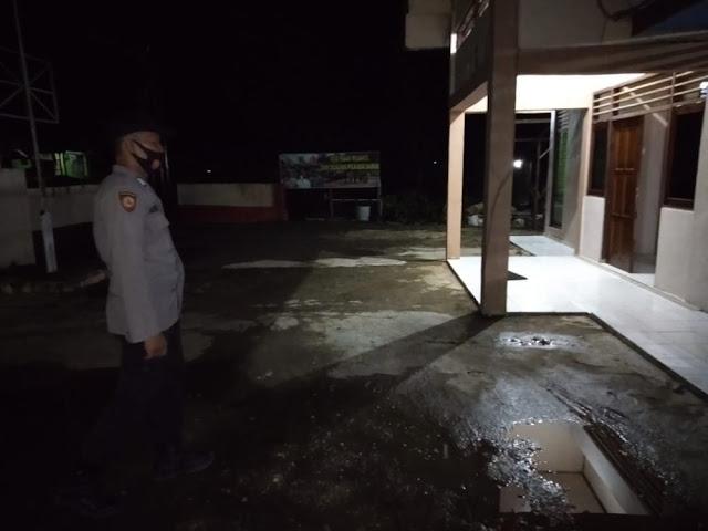 Personil Piket Polsek Awang Laksanakan Patroli Malam Disekitar Mako