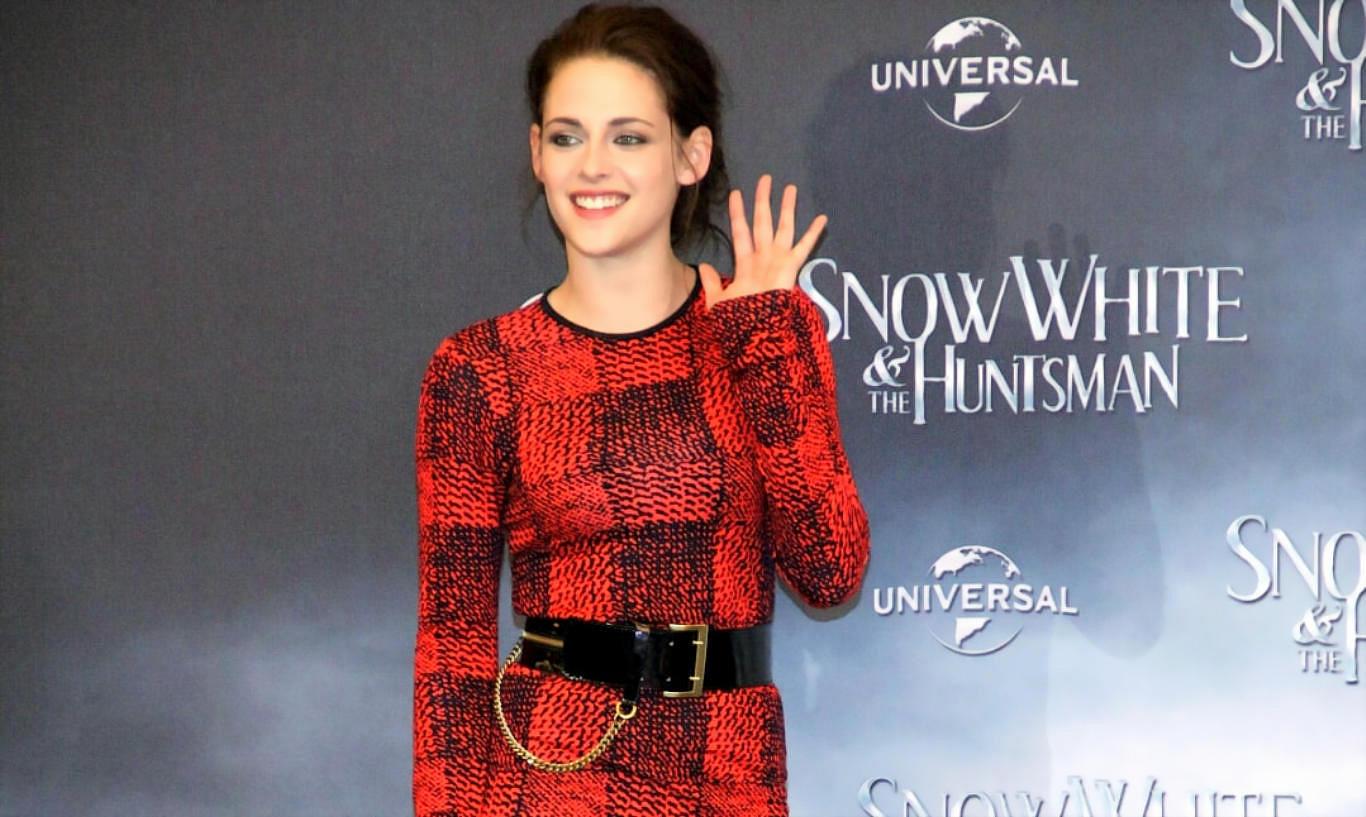 Kristen Stewart Stylish Outfit Hot Wallpaper