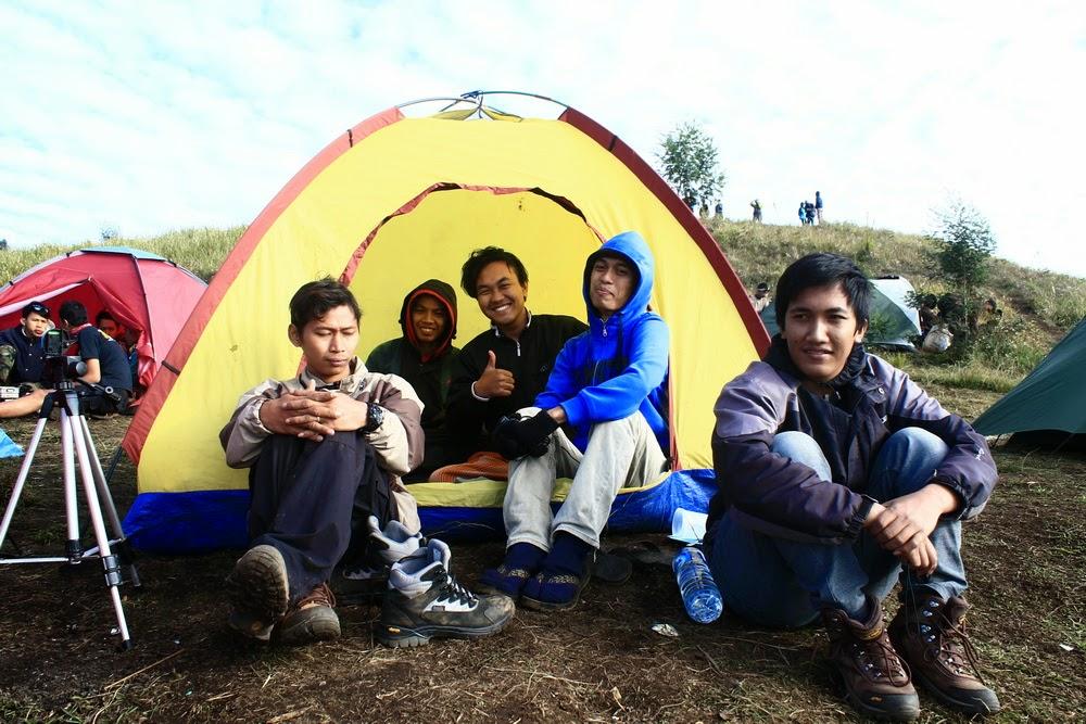 dataran tinggi dieng map camping ground dan mendirikan tenda di gunung Prau