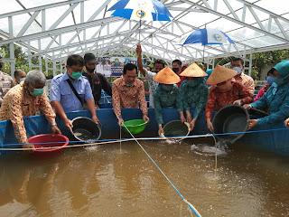 Tebar Benih Ikan di GIB,Ridho :  Gunakan Bantuan Dengan Baik Untuk Kesejahteraan Warga