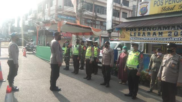 Masih Dalam Suasana Idul Fitri, Personel Jajaran Kodim 0207/Simalungun Tetap Laksanakan Pam Ops Ketupat Toba 2021