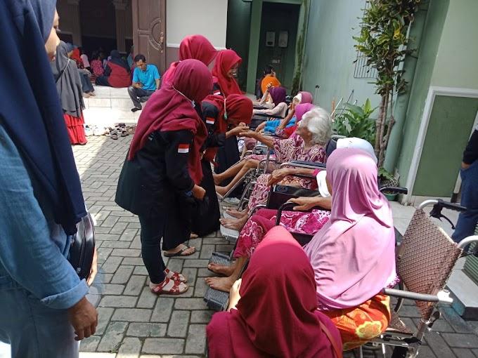 Perkuat Rasa Humanis, Rayon Al Biruni Adakan Bakti Sosial di Panti Jompo