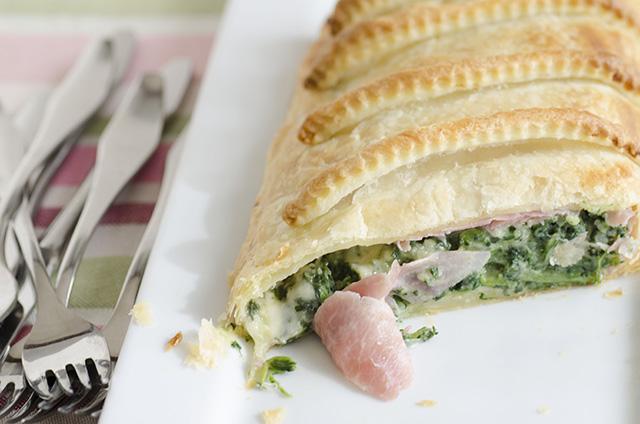 Strudel di spinaci prosciutto e formaggio