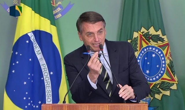 Gasto de Bolsonaro com cartão corporativo é duas vezes maior