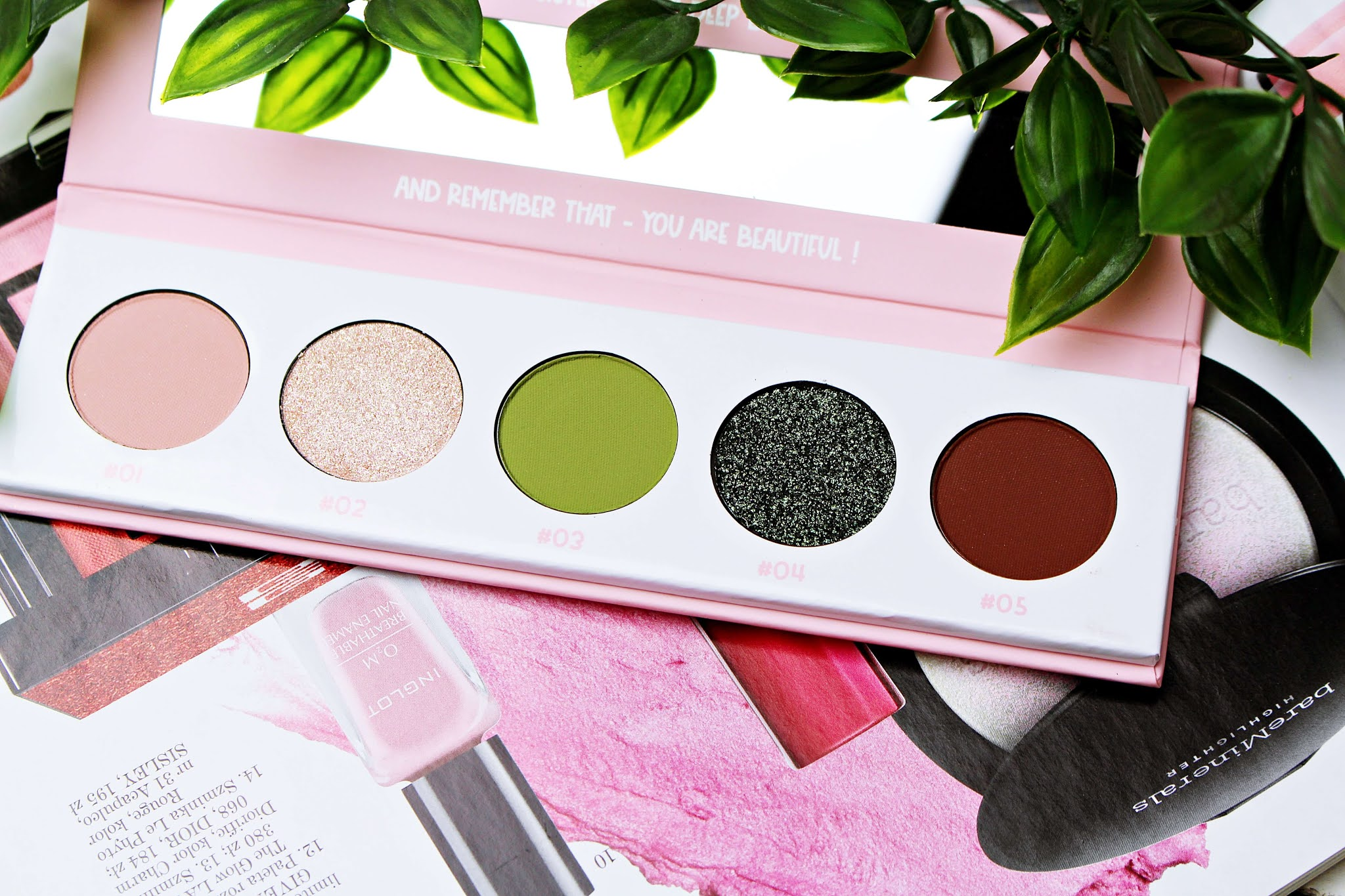 Paletka cieni do powiek MIYO Frogs and Roses Five Points Palette