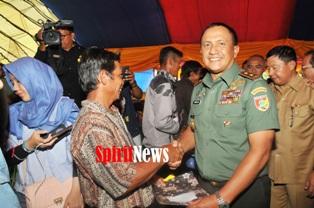 Menteri Pertanian dan Pangdam Makan Siang Bersama Warga Tamanjeka