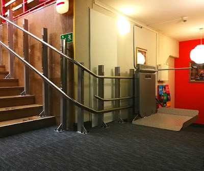 Platforma przyschodowa Ascendor w teatrze