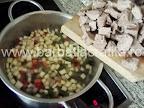 Ciorba de vacuta preparare reteta - punem bucatelele de carne fierte