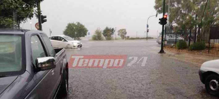 Κατακλυσμός στην Πάτρα: Λίμνες οι δρόμοι, προβλήματα ηλεκτροδότησης