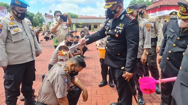 Kapolres Simalungun Pimpin Upacara Korps Raport Kenaikan Pangkat 67 Personil dan Berikan Penghargaan Kepada 9 Personil