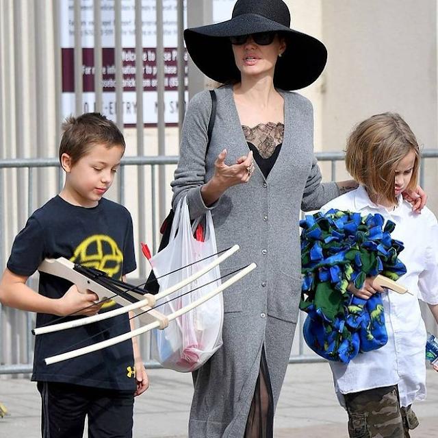 Knox Léon Jolie-Pitt age, Vivienne Marcheline Jolie Pitt, Net Worth, How Old, Height, Weight, Net Worth, Wife, Wiki, Family, Bio