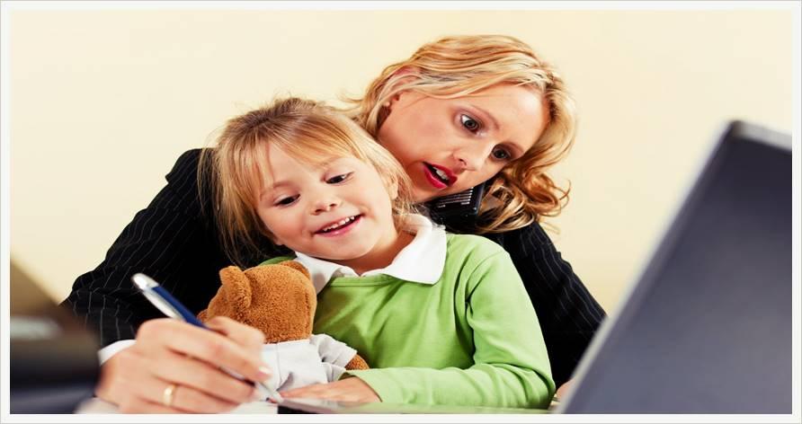 Ребенок или работа: сложный выбор молодой мамы