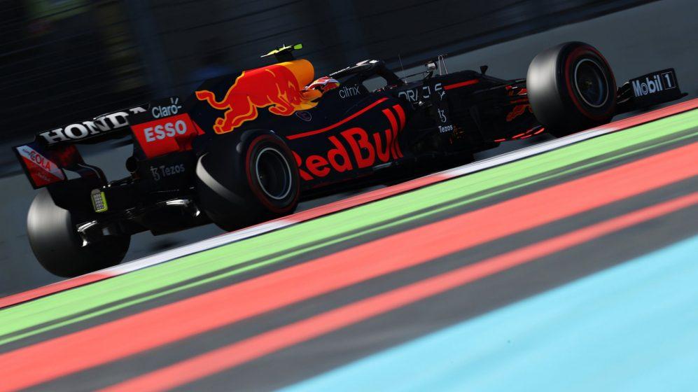 Perez lidera o Red Bull 1-2 no segundo treino com Hamilton apenas 11º mais rápido em Baku