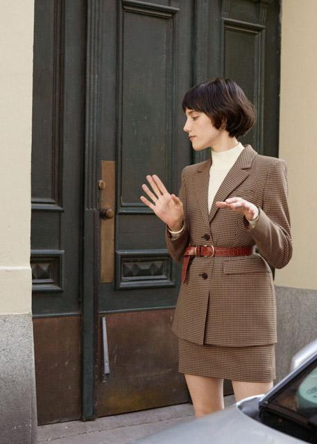 Жакет с короткой юбкой в клетку с ремнем