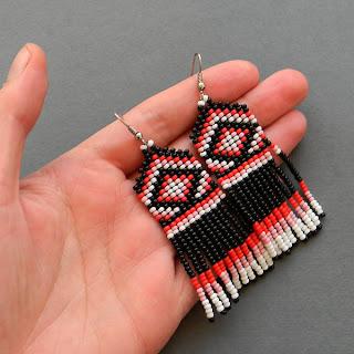 купить яркие необычные сережки ручной работы купить серьги из бисера с бахромой