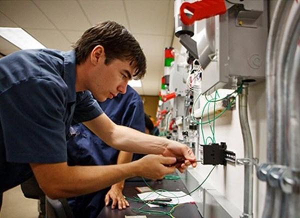 Εκσυγχρονισμός του εργαστηριακού εξοπλισμού στα ΕΠΑΛ της Αργολίδας
