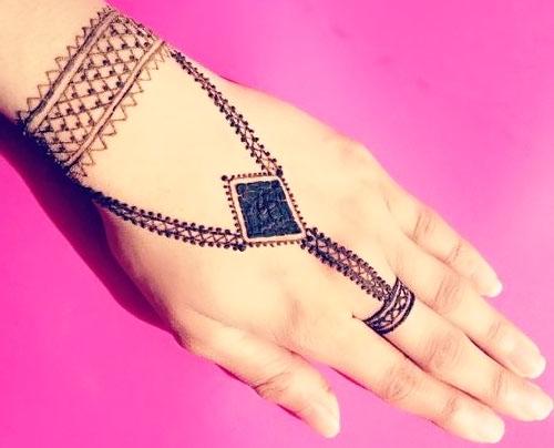 Simple easy Jewellery Mehndi Design image