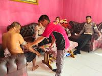 Peduli Terhadap Bawahan, Kapolres Sorong Di Wakili Kabag Ops Kunjungi Personil yang Sedang Sakit