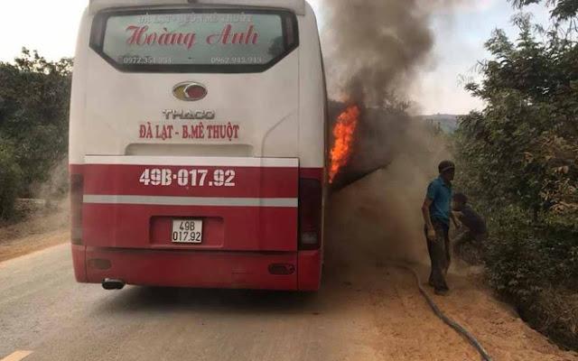 Ngọn lửa thiêu rụi nhiều hành lý của hành khách. Ảnh: N. H