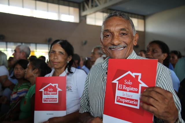 Firmado decreto que facilita titulación de viviendas y legalización de barrios en asentamientos informales