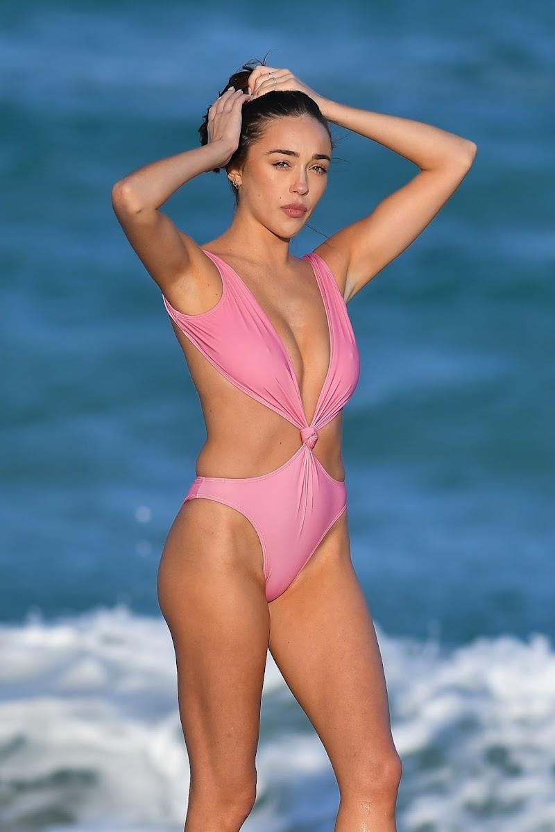Sophia Culpo Clicked in a Pink Bikini at a Beach in Miami 18 Dec-2020
