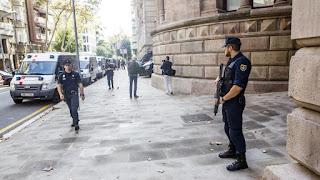 """Quiere """"extremar la seguridad del edificio y garantizar su pleno y normal funcionamiento ante la posibilidad"""" de ejecutar la ley del Referéndum"""