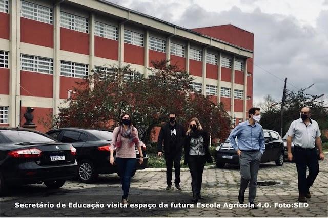Paraná: Secretário vistoria no Canguiri projeto Escola Agrícola 4.0