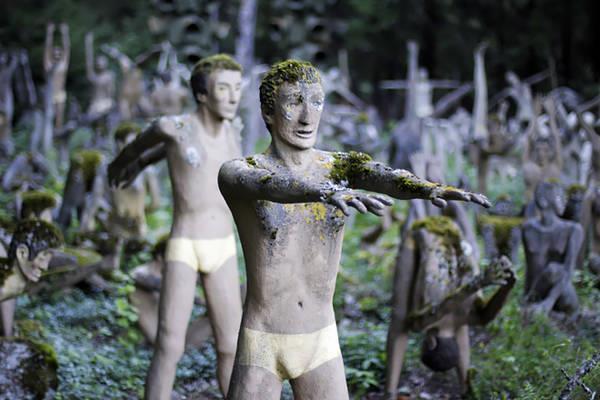 "Bizarre ""speech"" statues"
