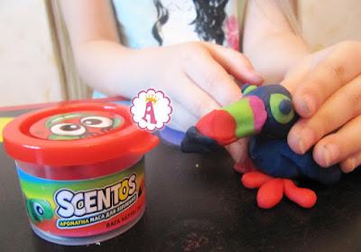 Разноцветная ароматная масса для лепки Scentos WeVeel