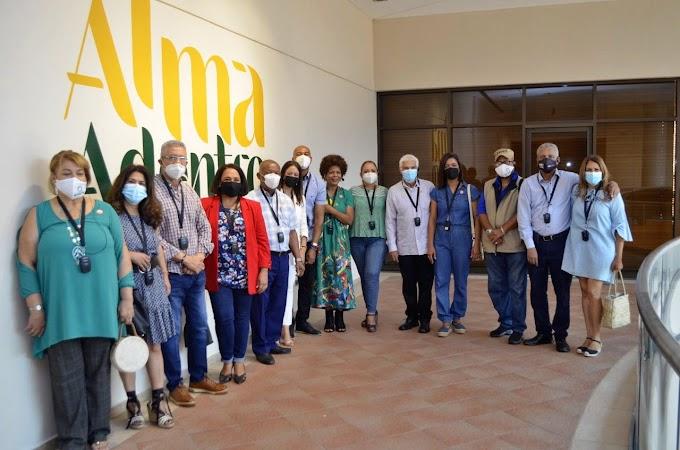 """ACROARTE Santiago visita exposición """"Alma Adentro"""" de Elsa Núñez"""