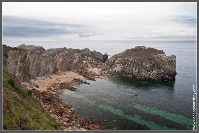 Costa Quebrada: Playa de Somocuevas (Cantabria)