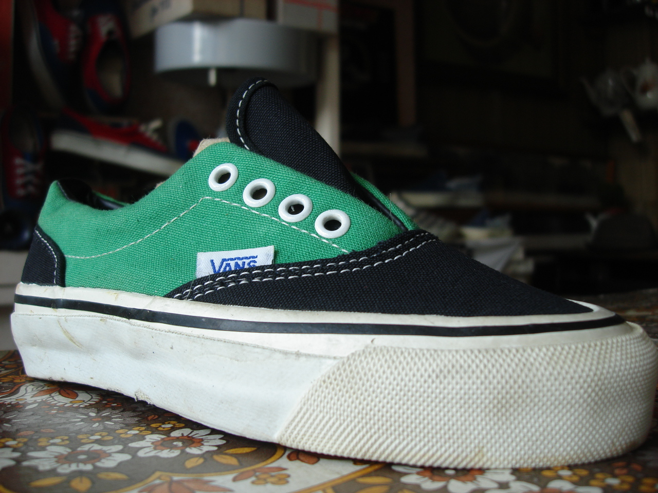 ebbfffbd9d798b theothersideofthepillow  vintage KIDS VANS 2-tone black green ERA style  95  MADE IN USA 80 s dead stock OFF THE WALL skate shoes US2 youth
