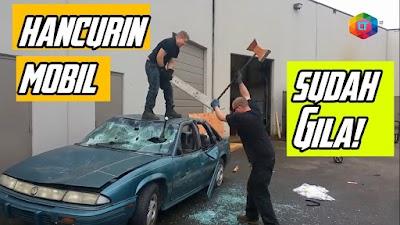7 Momen Orang Menghancurkan Mobil