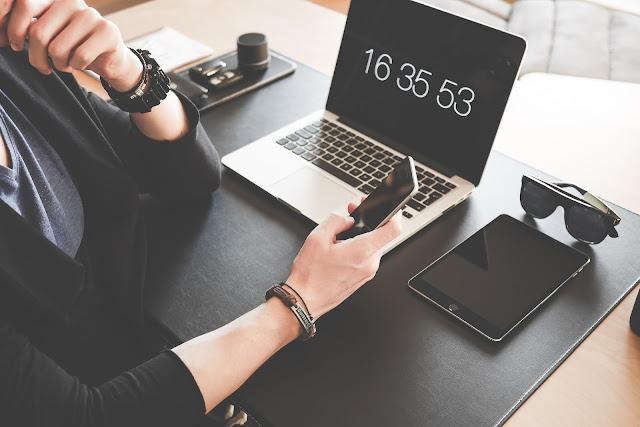 Ruutuaika mittaa käyttöäni kolmen eri laitteen kesken (Kuva: Pixabay)