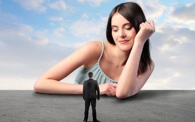 كيف يمكنك الحصول على فهم أكبر لما يجري في أذهان النساء ؟ كيف يمكنك التغلب على مثل هذه الألاعيب وتحويل مسارها لصالحك في كل مرة يتم استخدامها ضدك ؟