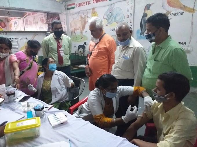 बाल निकुंज : मेगा वैक्सीनेशन कैम्प में उमड़ी भीड़