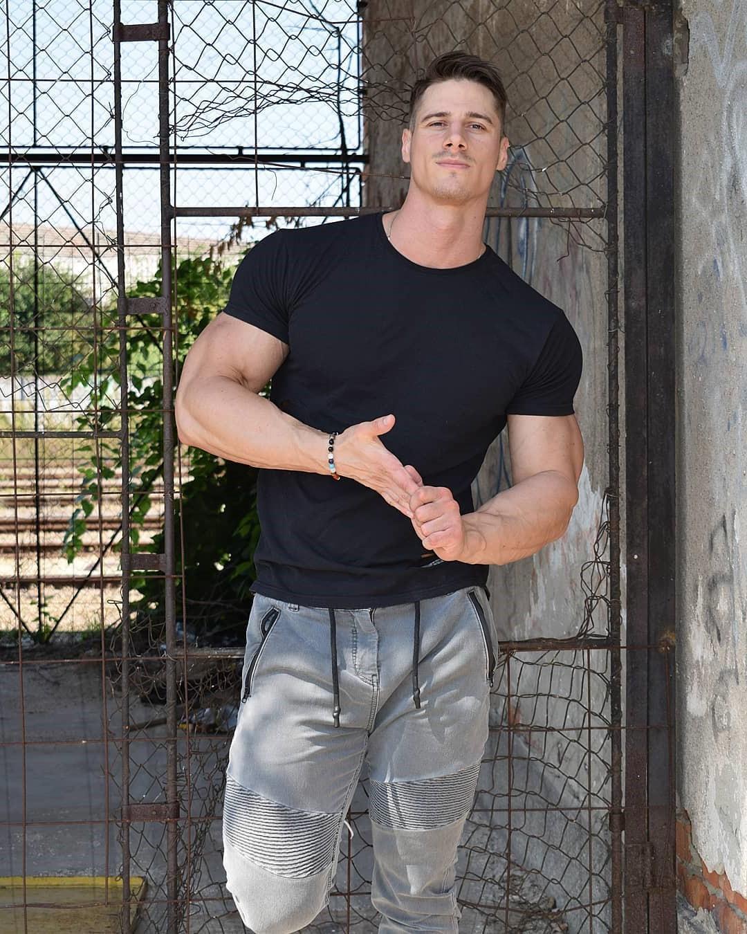 attractive-eastern-european-men-voros-mate-hot-hungarian-muscular-dude