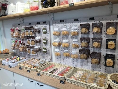 クッキーが並んだ棚1