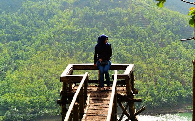 Pose lain para pengunjung di Bukit Panguk Kediwung