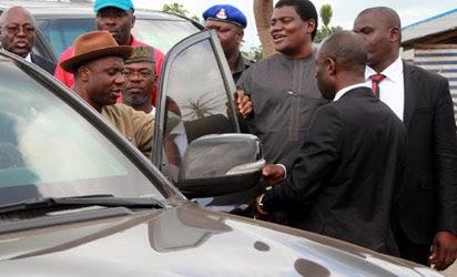 Ekiti 2014 Rally: Soldiers Stop Governors Amaechi, Oshiomhole